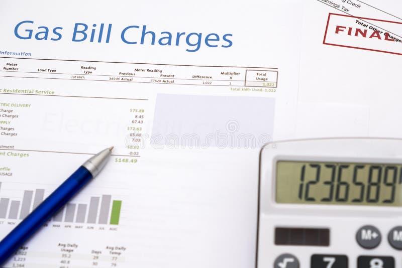 Формы счета за электроэнергию бумажные на крупном плане таблицы стоковые фотографии rf