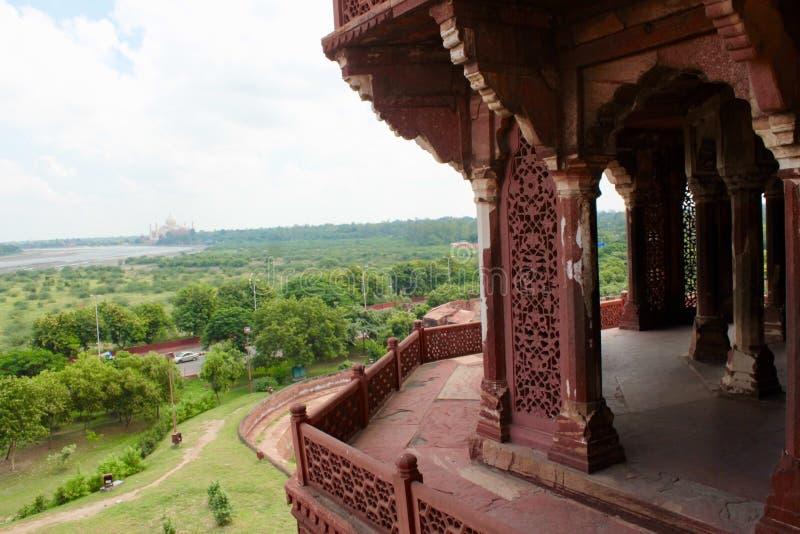 Форт Агры - терраса просмотра Тадж-Махала стоковые фото