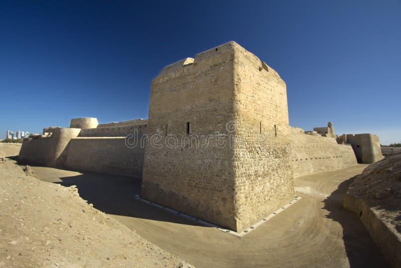 Форт Бахрейна в голубом дне стоковое изображение