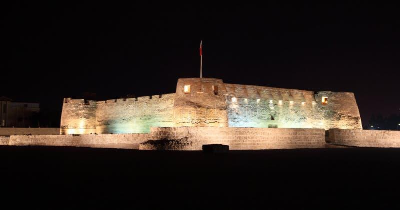 Форт Arad на ноче. Бахрейн стоковые изображения rf