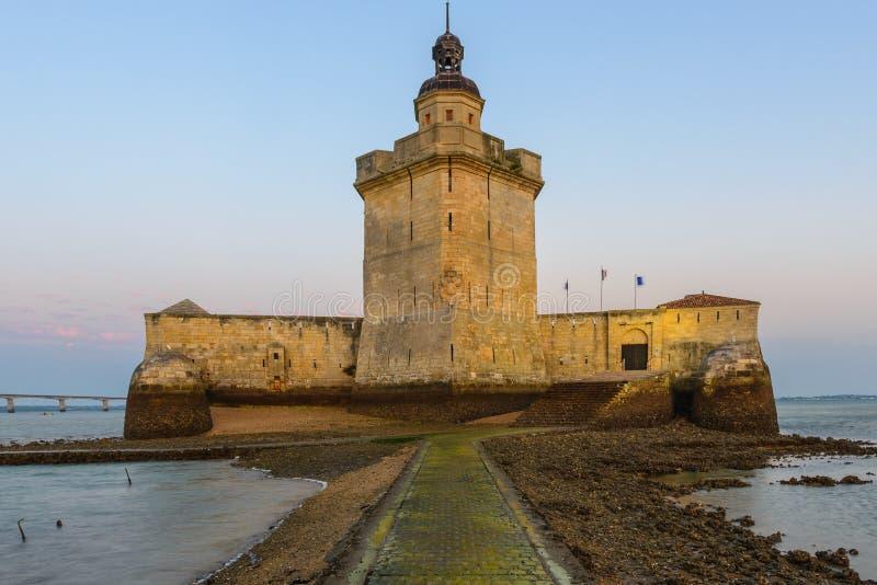 Форт Louvois во время отлива, Франция стоковые фото