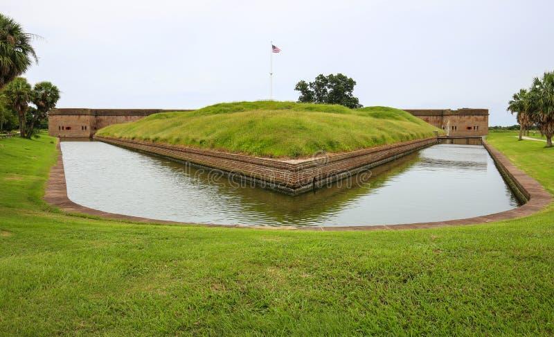Форт Pulaski, Georgia Внешняя зона рова с травой стоковое фото rf