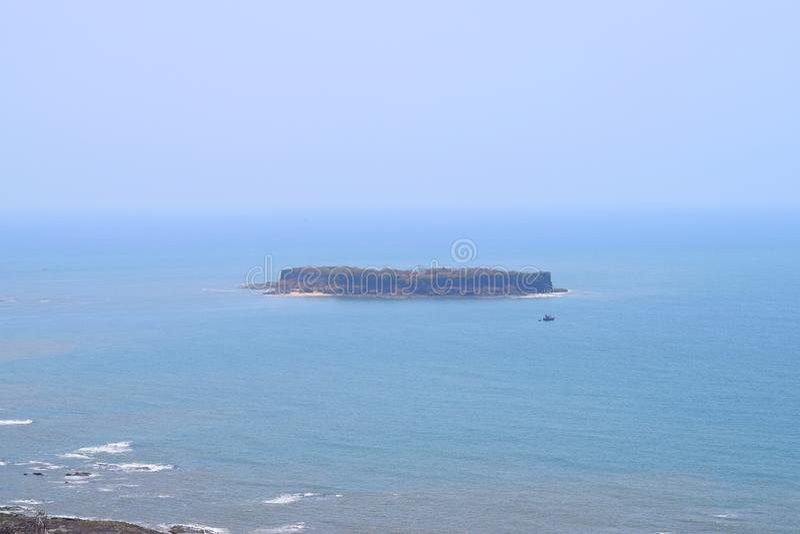 Форт Suvarnadurga - форт моря на острове в перемещении Аравийского моря - Konkan, Индии стоковая фотография rf