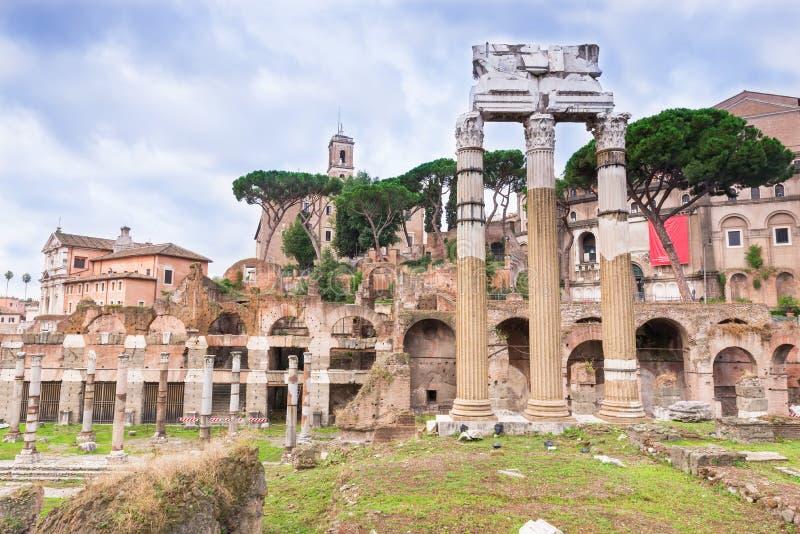 Форум цезаря в Риме стоковые изображения