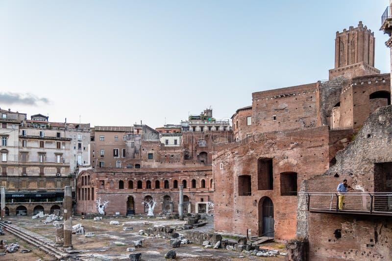 Форум Augustus в Риме на заходе солнца стоковое изображение