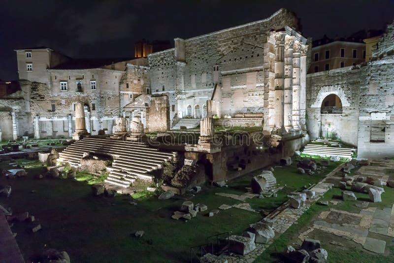 Форум Augustus в сцене ночи стоковая фотография