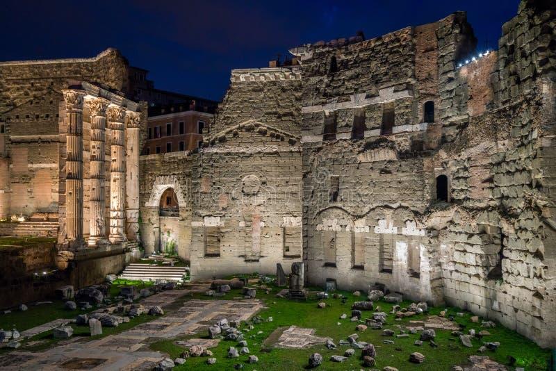 Форум Augustus на ноче в Риме, Италии стоковые фотографии rf