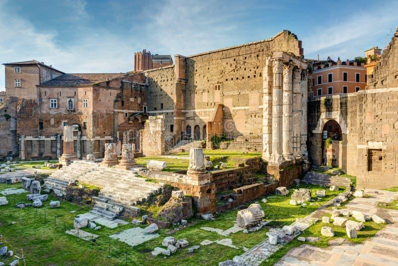 Форум Augustus с виском Марса Ultor в Риме стоковые изображения
