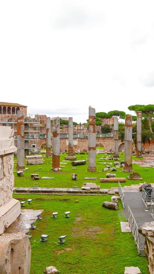Download Форум Traian в городе если Рим размещал на венецианском квадрате Стоковое Изображение - изображение насчитывающей sightseeing, прописно: 81808083
