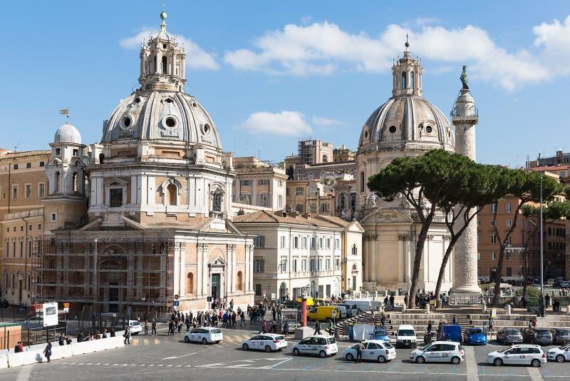 Форум Trajan с столбцом ` s Trajan и церковью Loret, Римом, Ita стоковые фотографии rf