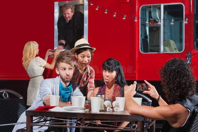 Фотографировать на передвижном кафе стоковые фотографии rf