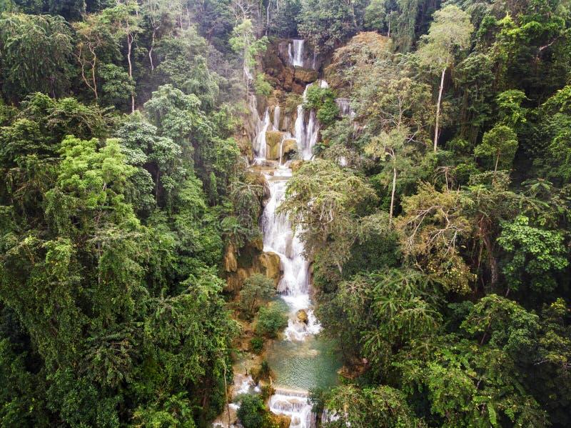 Фотография долгой выдержки водопада Kuang Si ребенка, Lungprabang, лаосца Красивое фото экзотического азиатского ландшафта фото о стоковая фотография rf