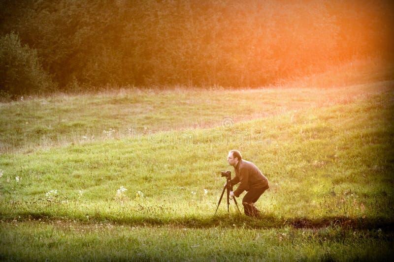 Фотограф в природе стоковое изображение