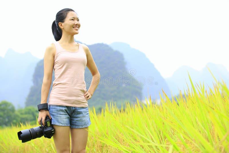 Фотограф женщины внешний стоковое фото rf