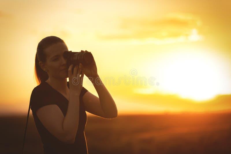 Фотограф захода солнца стоковое фото