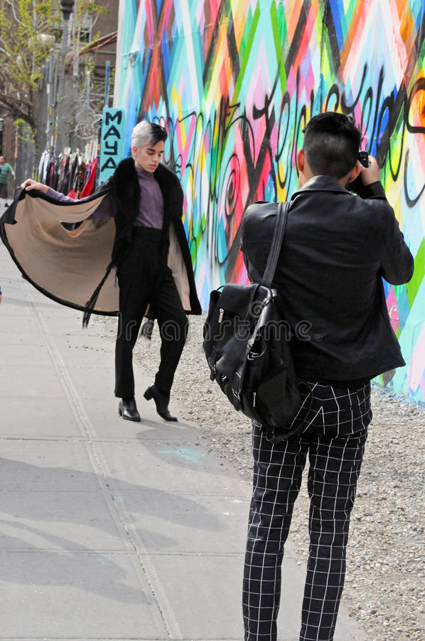 Фотограф и модель в Нью-Йорке стоковое изображение rf