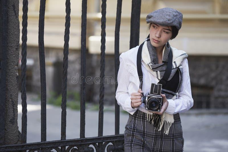Фотограф маленькой девочки стоковое фото rf