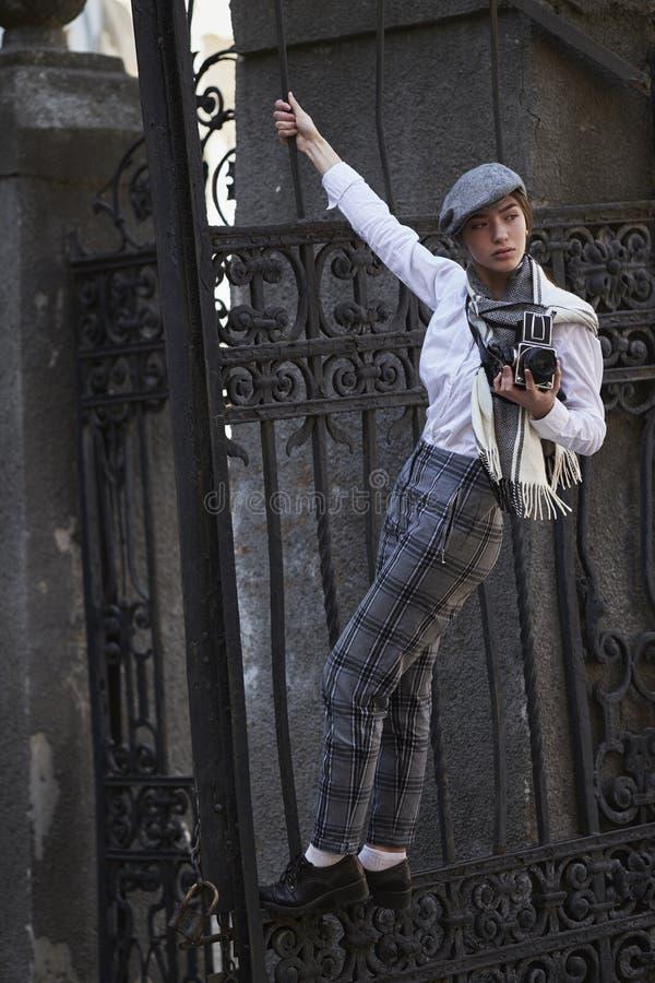 Фотограф маленькой девочки стоковые изображения