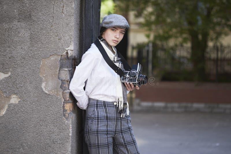 Фотограф маленькой девочки стоковая фотография rf
