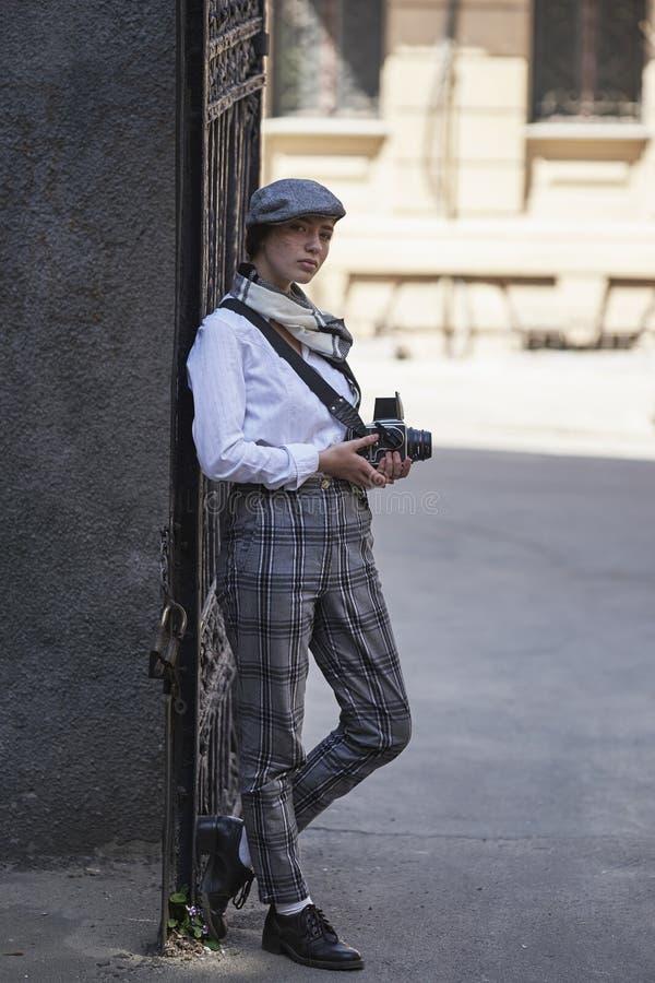 Фотограф маленькой девочки стоковое фото