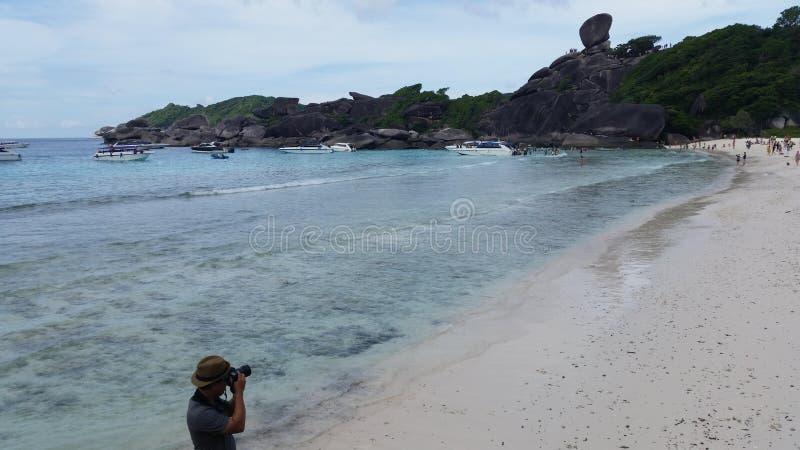 Фотограф принимает фото острова Similan в Таиланде стоковое изображение rf