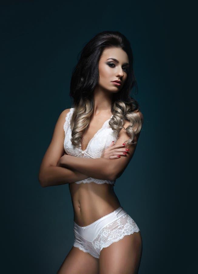 Фотомодели в нижнем женском белье кожаное белье женское купить в москве
