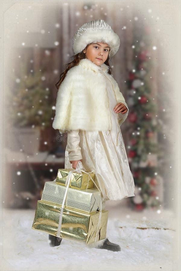 Фотоснимок год сбора винограда маленькой девочки стоковое фото rf