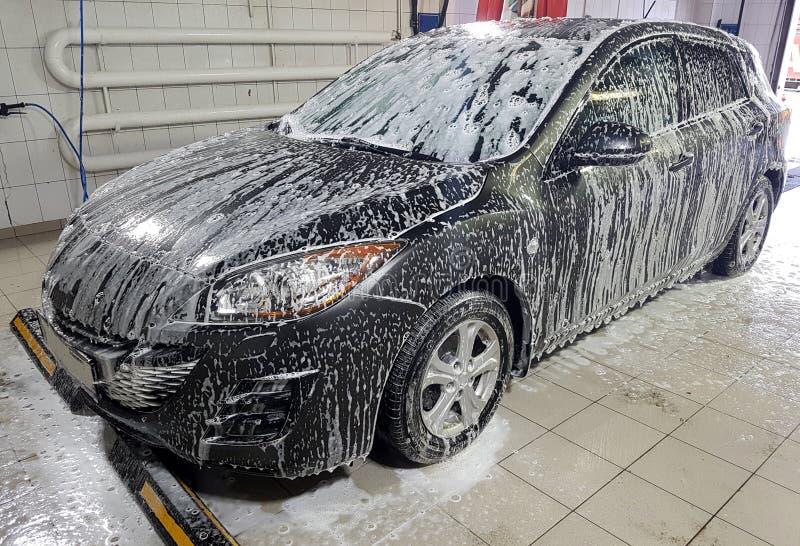 Фото автомобиля в пене стоковое изображение rf