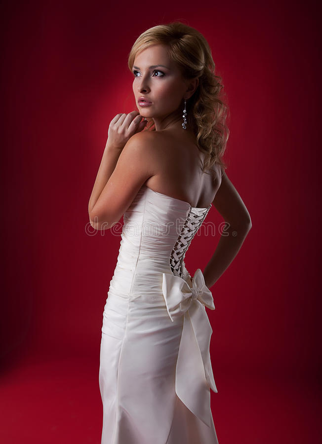 фото белокурой невесты блестящее модельное стоковое фото