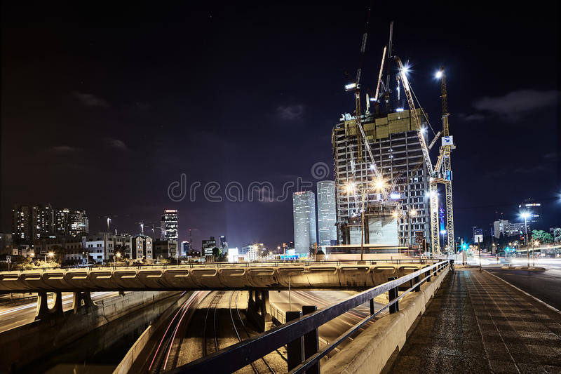 Фото взгляда ночи Тель-Авив дороги Ayalon панорамное стоковая фотография rf