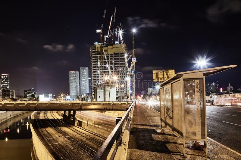 Фото взгляда ночи Тель-Авив дороги Ayalon панорамное стоковое фото