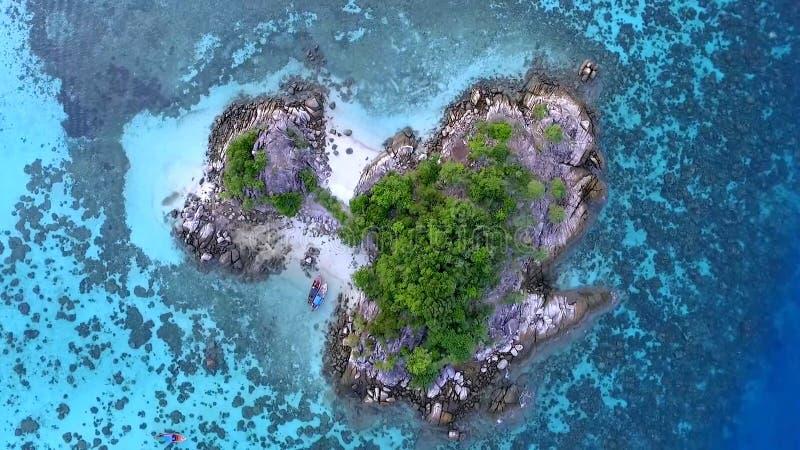 Фото взгляд сверху воздушное от трутня летания seashore Индийского океана с красивым морем цвета развевает Чудесный seascape с sp стоковое изображение