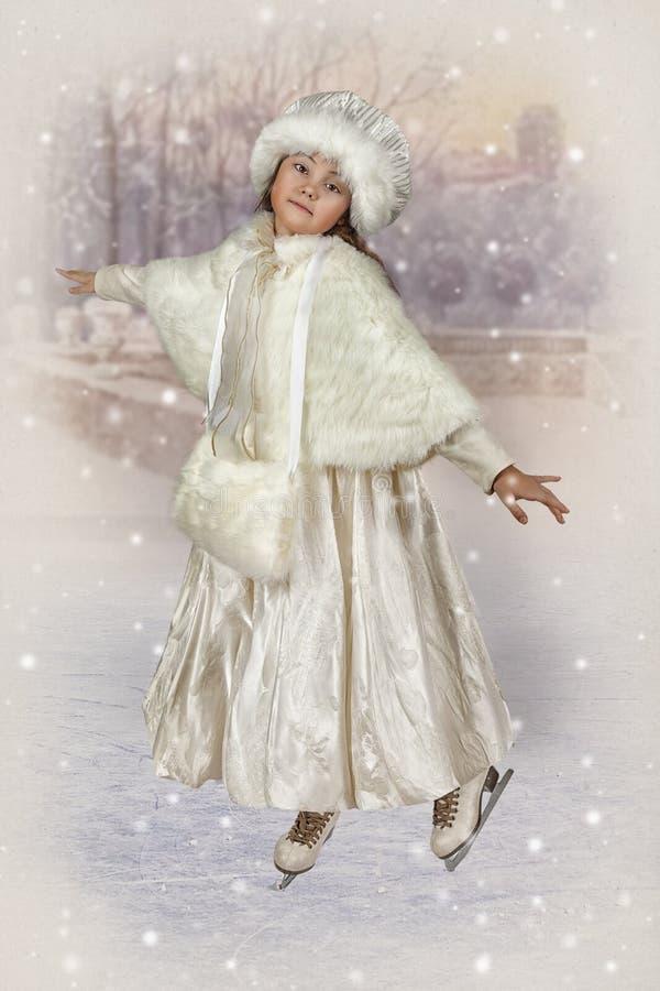 Фото в винтажном стиле кататься на коньках маленькой девочки стоковое фото rf