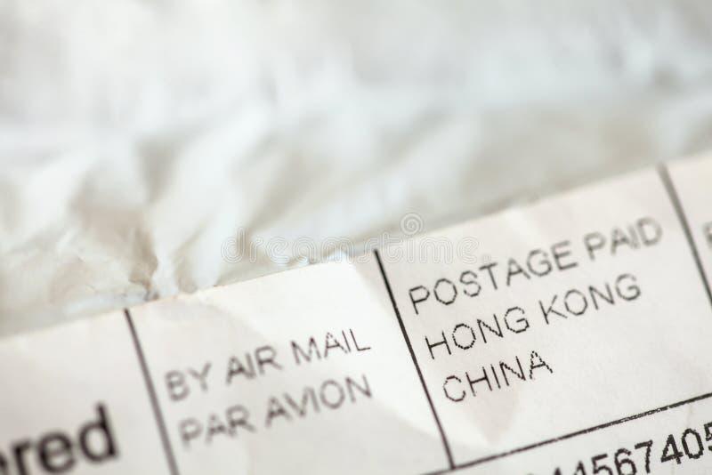 Фото детали - адрес на конверте пакета вещества приказанном от китайского eshop Покупки от онлайн розничных торговцев в Азии стоковые изображения rf