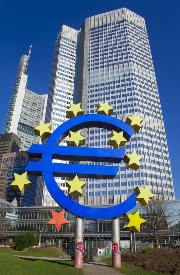 Фото Европейского Центрального Банка, одного из центральных банков мира самых важных оно расположено в город Франкфурта-на-Майне, стоковая фотография rf