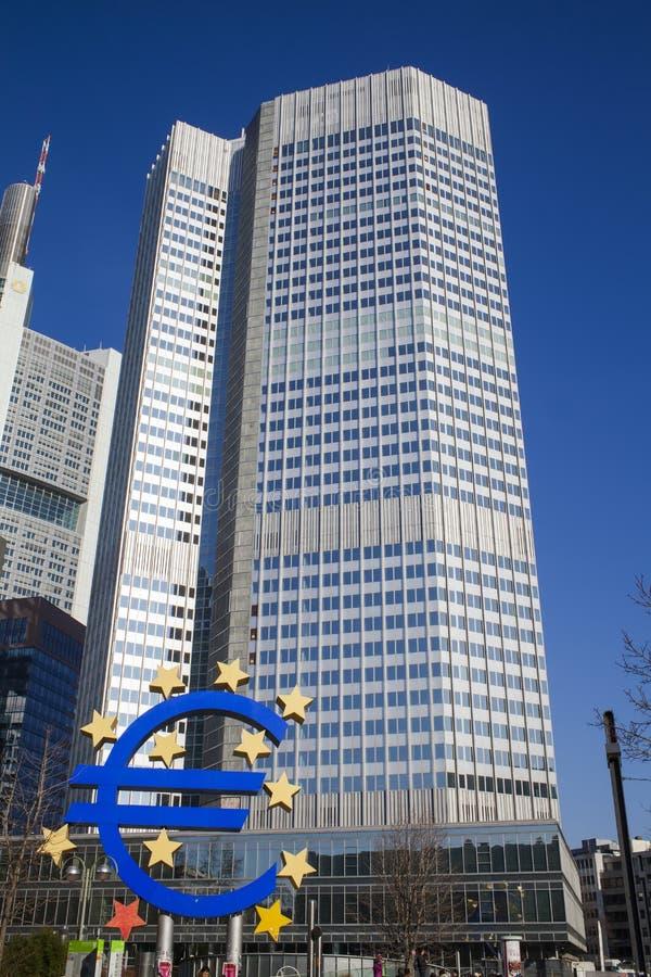 Фото Европейского Центрального Банка, одного из центральных банков мира самых важных оно расположено в город Франкфурта-на-Майне, стоковое фото rf