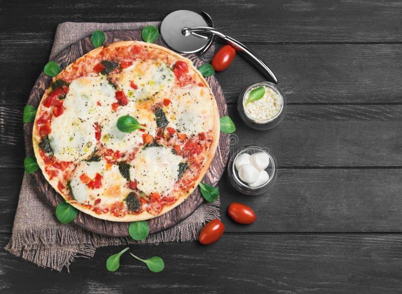 фото еды моццареллы пиццы стоковое фото rf