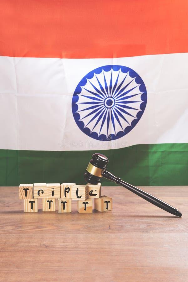 Фото запаса на втройне законе talaq в Индии - втройне talaq которое запрещено Верховным Судом Индии Концепция показывая молоток,  стоковая фотография