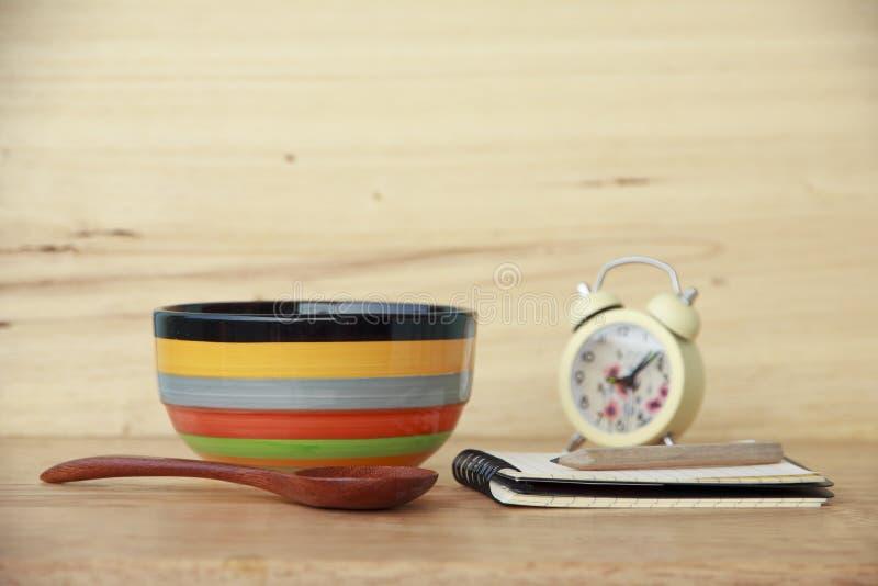 Фото запаса: шар цвета на деревянной предпосылке стоковое фото rf