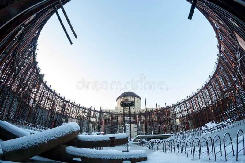 Фото зимы обмылка конструкции покинутой незаконченной электростанции стоковые фотографии rf