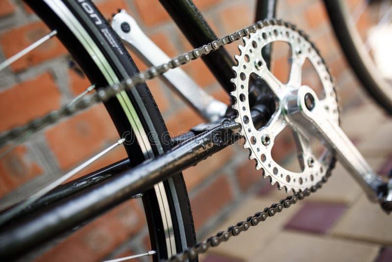Фото конца-вверх велосипеда классической дороги ретро стоковые изображения rf