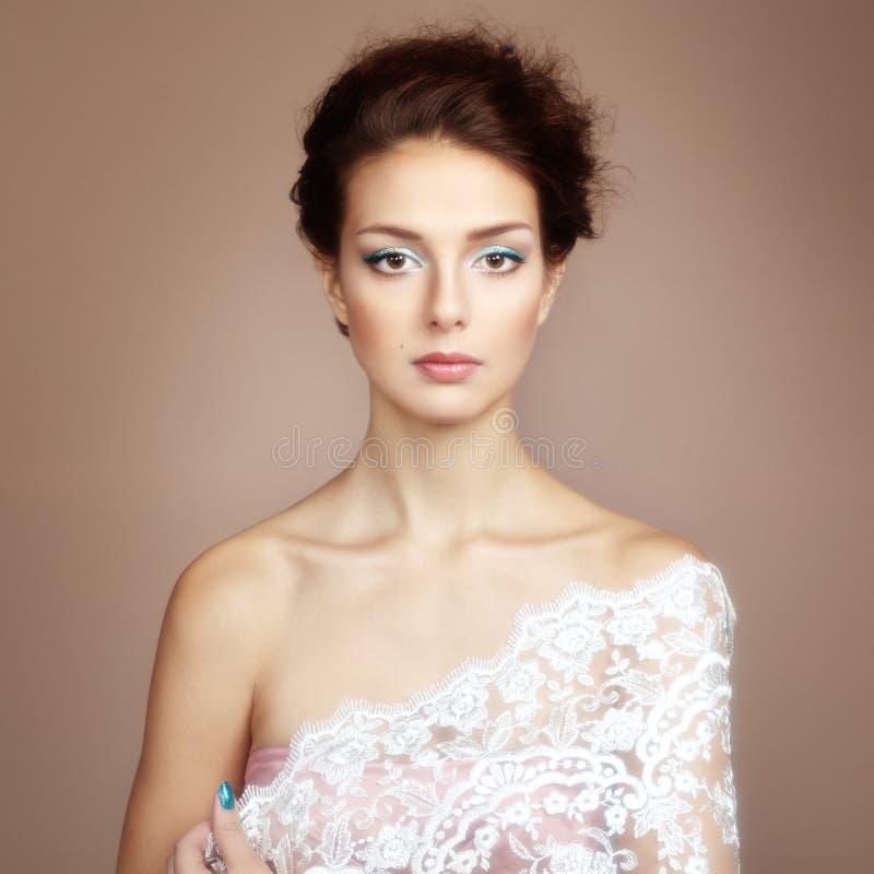 Фото красивой молодой женщины. Винтажный стиль стоковое изображение