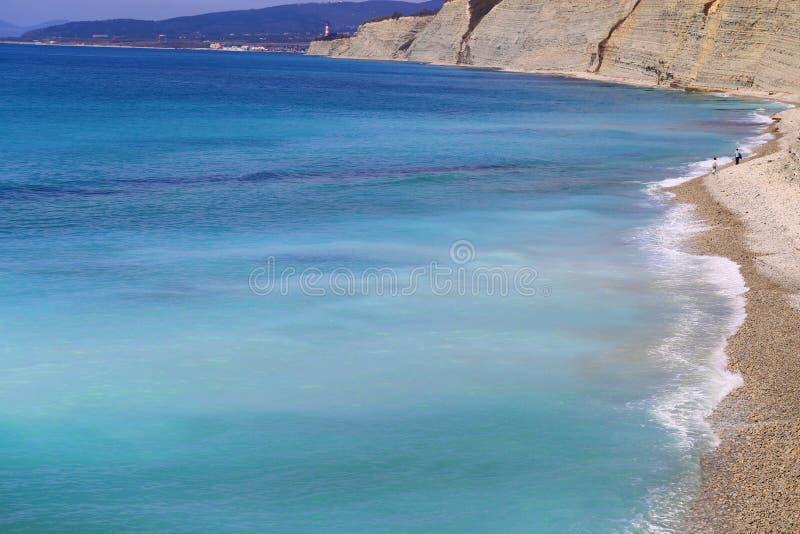 Фото красивых синих морских волн и сплесней стоковое изображение