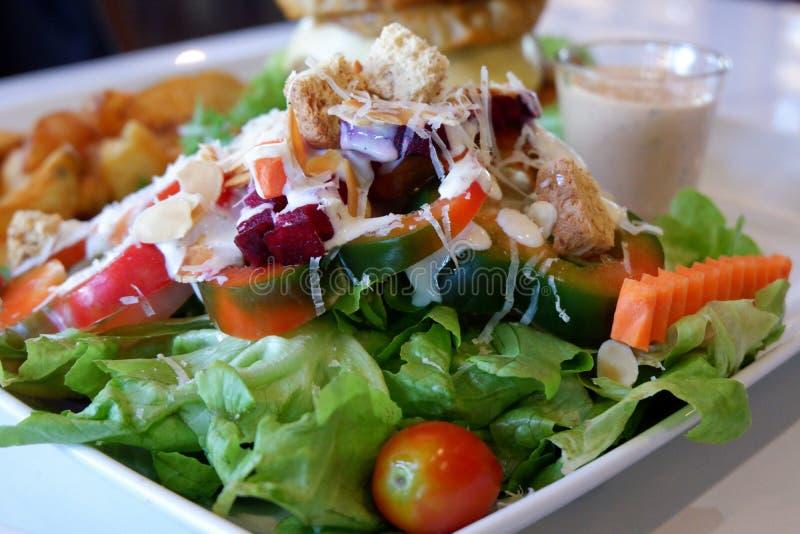 Фото крупного плана очень вкусного салата свежего овоща стоковые фотографии rf