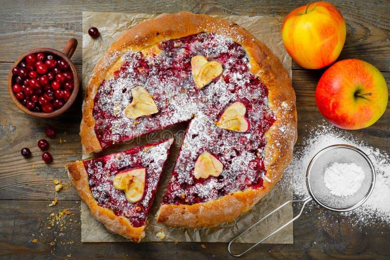 Фото крупного плана яблока и пирога клюквы стоковые фото