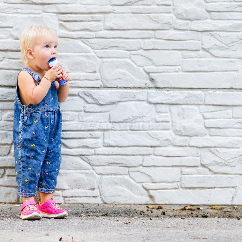 Фото маленького ребенка стоковые фотографии rf
