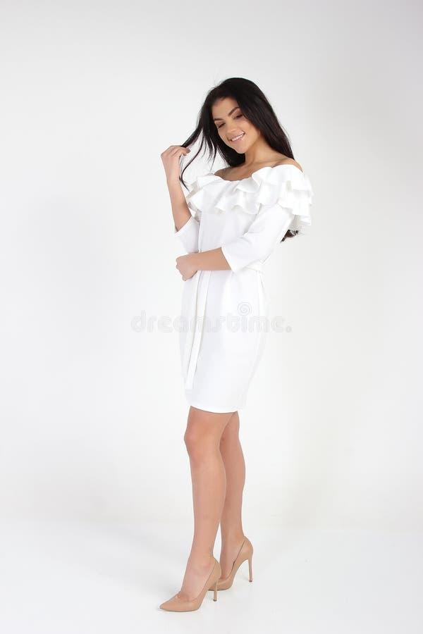 Фото моды молодой красивой женской модели в платье стоковое изображение rf