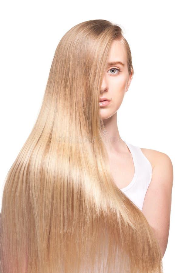 Фото молодой красивой женщины с длинними волосами стоковая фотография