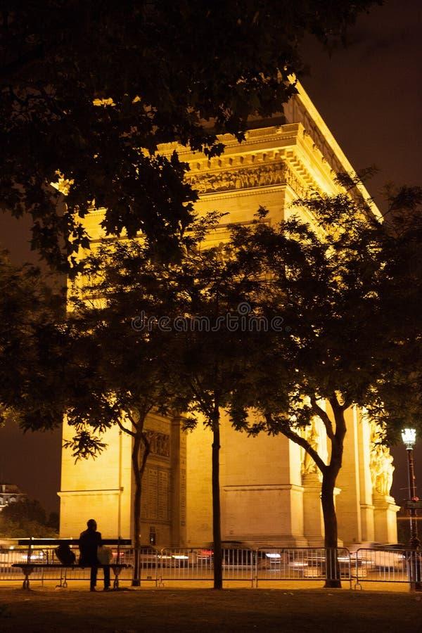Фото ночи свода триумфа в Париже стоковое фото rf
