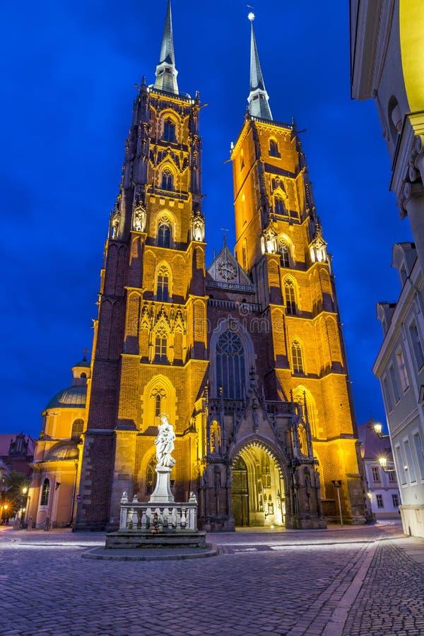 Download Фото ночи собора ` S St. John, Wroclaw, Польши Стоковое Изображение - изображение насчитывающей загорано, святой: 41662109